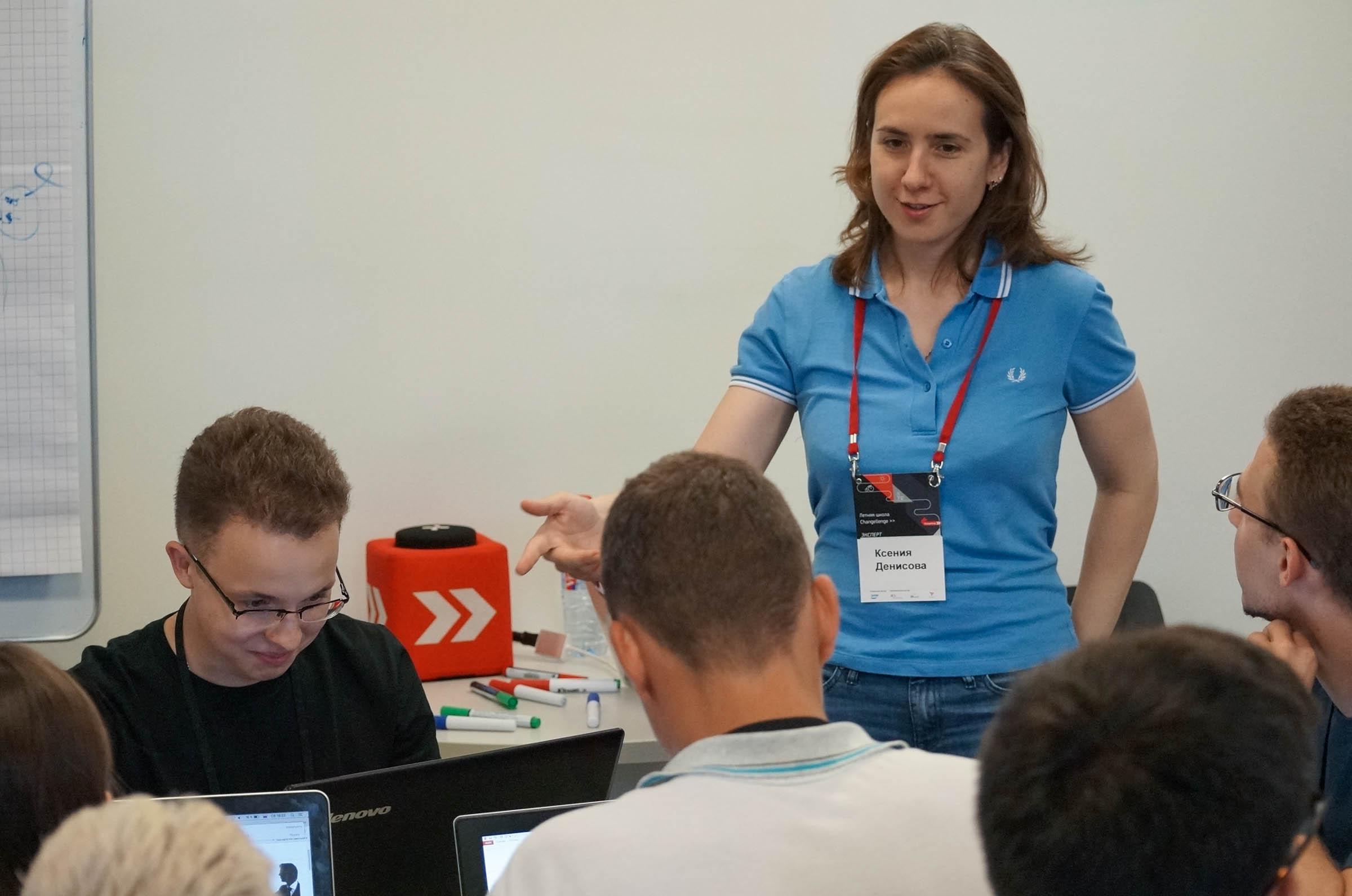 Ксения Денисова проводит тренинг по презентациям